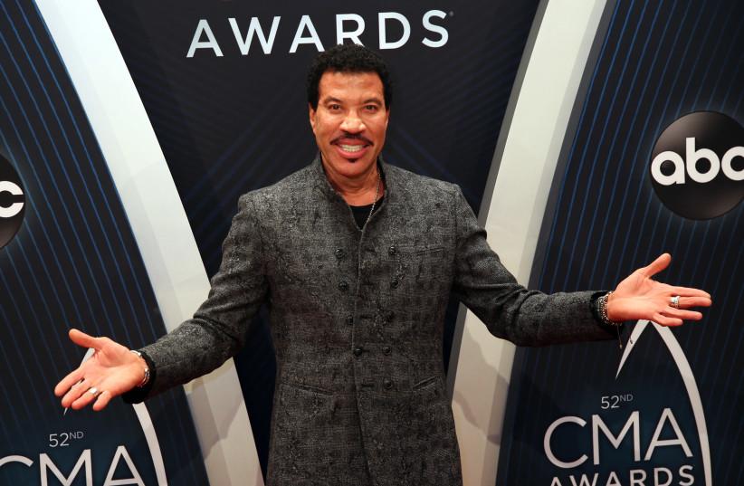 Country Music Association Awards - Arrivals - Nashville, Tennessee, U.S., 14/11/2018 - Lionel Richie (photo credit: REUTERS/JAMIE GILLIAM)