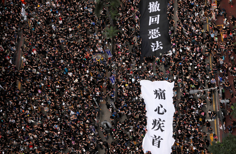 Protesters attend a demonstration demanding Hong Kong's leaders to step down and withdraw the extradition bill, in Hong Kong, China, June 16, 2019 (photo credit: REUTERS/TYRONE SIU)