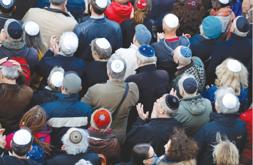 A kippah demonstration in front of a synagogue in Berlin (photo credit: REUTERS)