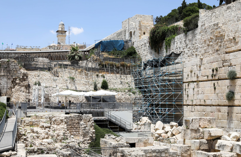 Construction at the egalitarian prayer section at the Western Wall (photo credit: MARC ISRAEL SELLEM/THE JERUSALEM POST)