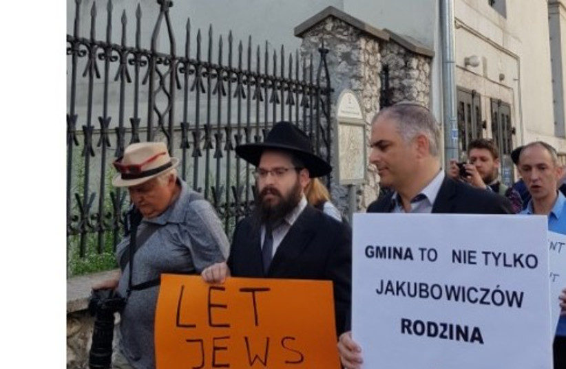 Jewish protesters in Krakow call for reopening of synagogue, the sign on the right reads 'Jewish community is not only for the Jakubowicz family (photo credit: Courtesy)