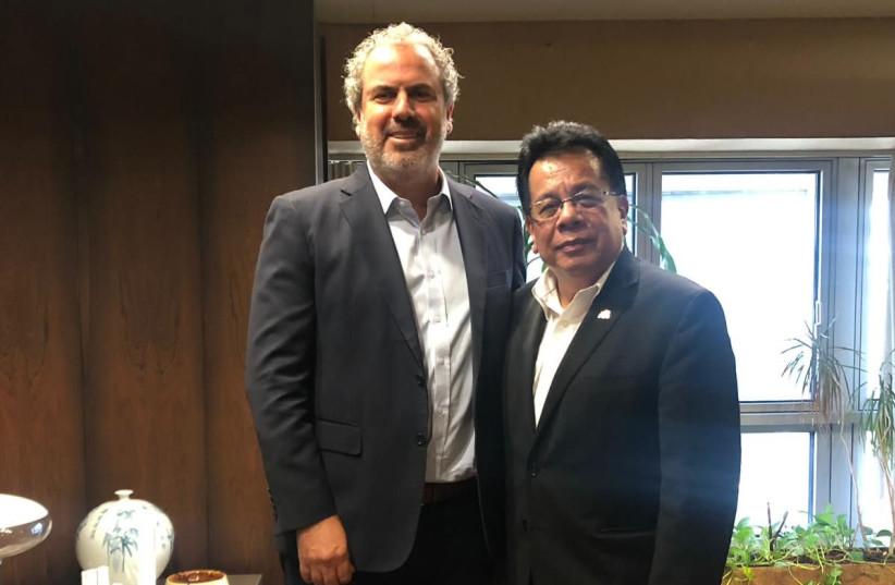 Yoram Dvash and Mufti Hassan meet at Israeli Diamond Exchange (photo credit: Courtesy)