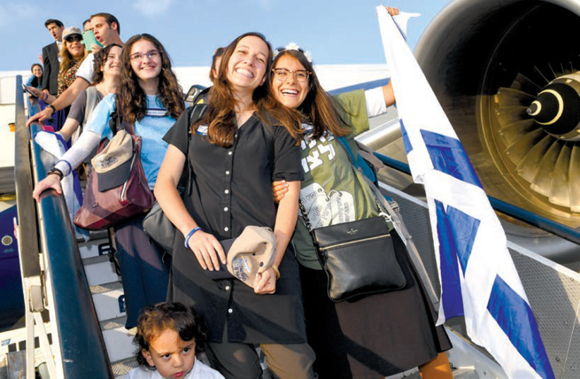 YOUNG PROFESSIONALS land in Israel on a Nefesh B'Nefesh charter aliyah flight. (photo credit: SHAHAR AZRAN)