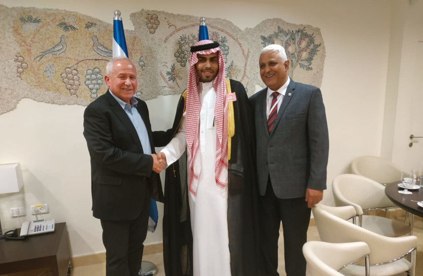 Saudi blogger Mahmoud Saud in the Knesset on Monday with Avi Dichter (l), the head of the Knesset Foreign Affairs and Defense Committee, and Hassan Kaabia, the Foreign Ministry's Arabic-language spokesman (r) (photo credit: Courtesy)