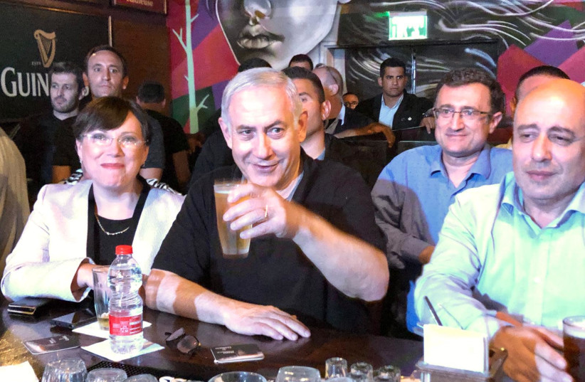 Prime Minister Benjamin Netanyahu meets with Russian-speaking immigrants to Israel in a Rishon Lezion pub (photo credit: Courtesy)