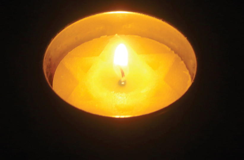 Yahrzeit candle (photo credit: Wikimedia Commons)