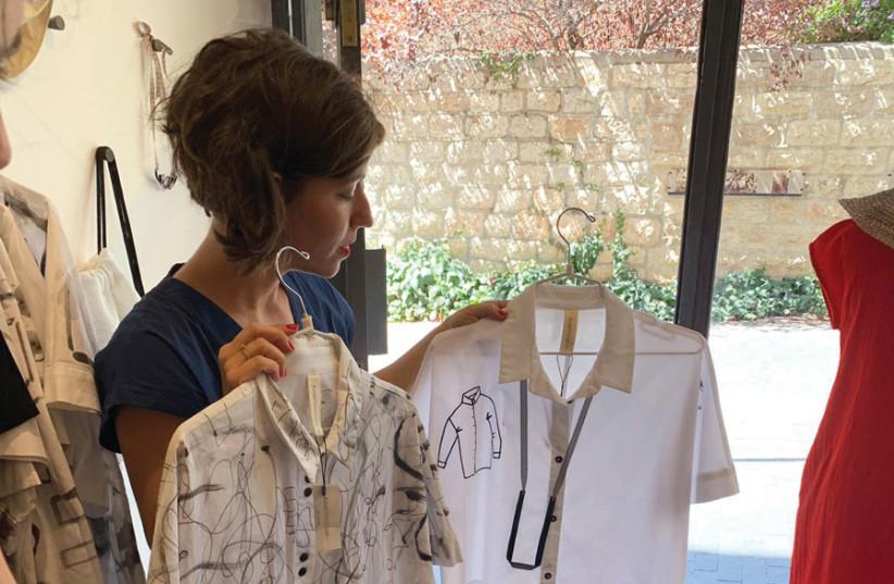 ANAT FRIEDMAN presenting her designs. (photo credit: HAILEY KLEINSTEIN)
