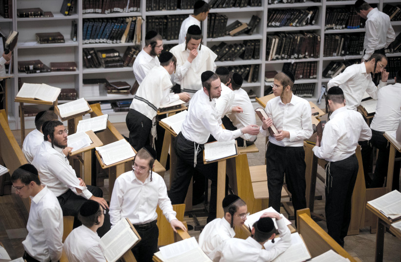 yeshiva students  (photo credit: YONATAN SINDEL/FLASH 90)