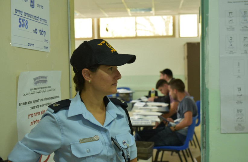 A police officer in a polling station (photo credit: POLICE SPOKESPERSON'S UNIT)