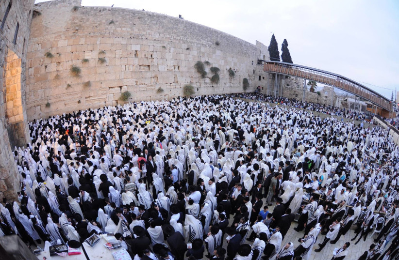 Some 15,000 people take in Acheinu's Day of Jewish Unity at the Western Wall in 2017. (photo credit: Courtesy)