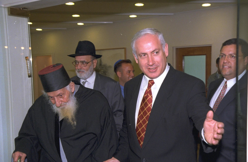 Prime Minister Benjamin Netanyahu and Rabbi Yitzhak Kaduri meet at prime minister's office, Sept. 1997 (photo credit: AVI OHAYON - GPO)