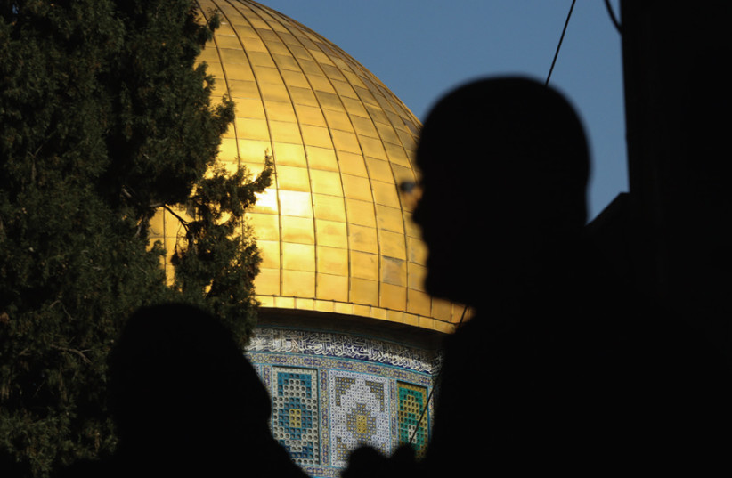 Hundreds protest against Macron at Temple Mount