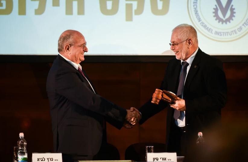 Prof. Peretz Lavie (left) hands over the presidential gavel to Prof. Uri Sivan. (photo credit: SHITZU PHOTOGRAPHY/TECHNION SPOKESPERSON'S OFFICE)