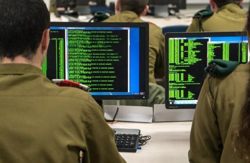 IDF recruits at the Military Intelligence language school (photo credit: IDF SPOKESPERSON'S UNIT)