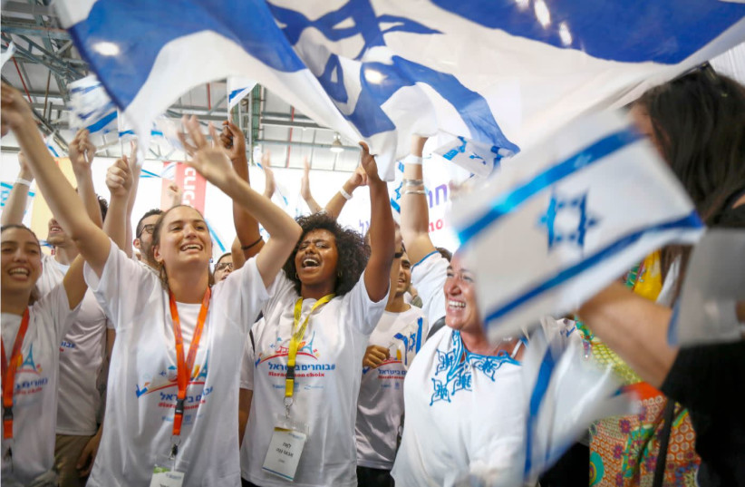 AN ENTHUSIASTIC welcome for new immigrants from France with T-shirts bearing the hashtag (in Hebrew) '#choosing Israel.' (photo credit: Courtesy)