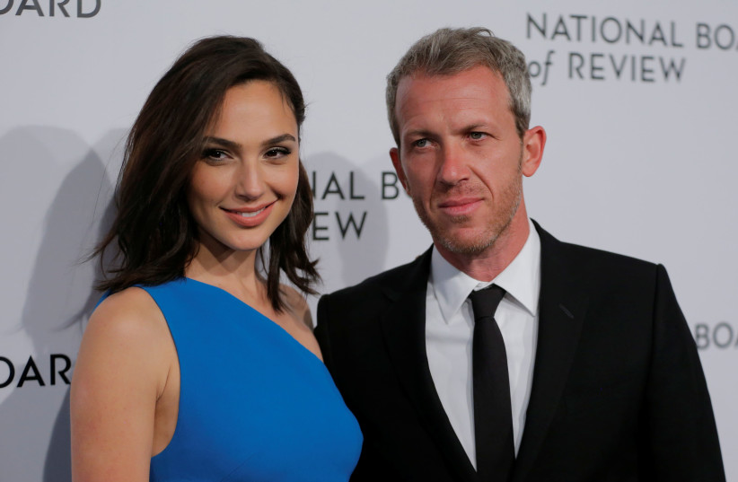 Actor Gal Gadot arrives with her husband, Yaron Varsano, to attend the National Board of Review awards gala in New York, U.S., January 9, 2018 (photo credit: REUTERS/LUCAS JACKSON)