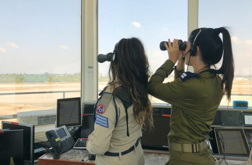 On shift at the Hatzor Air Force Base. (photo credit: ANNA AHRONHEIM)