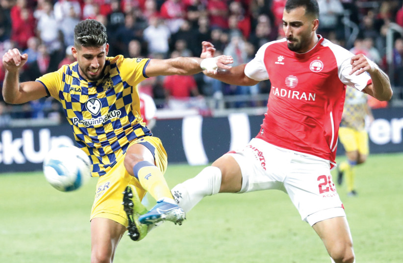 MACCABI TEL AVIV and Hapoel Beersheba dueled on Monday night at Bloomfield, with the yellow-and-blue earning a 2-0 victory that took it back atop the Premier League.  (photo credit: DANNY MARON)