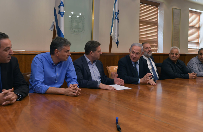 Prime Minister Benjamin Netanyahu and Interior Minister Aryeh Deri meet with representatives of the heads of local authorities to discuss canceling the municipal strike, Novemer 6 2019 (photo credit: KOBI GIDEON/GPO)
