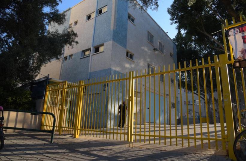 Schools close in Tel Aviv amid rocket threats (photo credit: AVSHALOM SASSONI/ MAARIV)