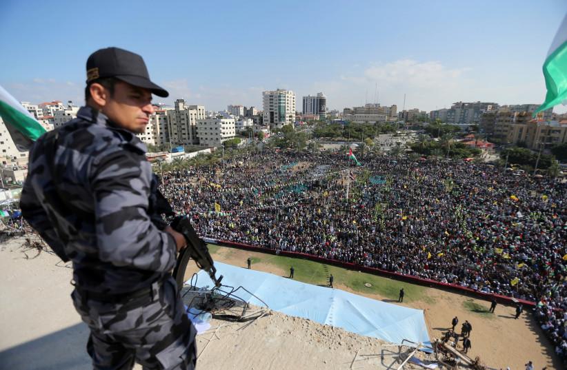 Hamas leader met with the Qatari envoy to the Gaza strip