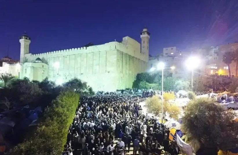 Thousands gather around the Tomb of the Patriarchs in Hebron for Shabbat Chayei Sarah. (photo credit: IDF)