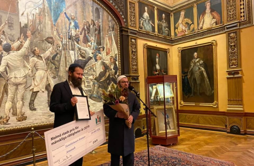 Rabbi Moshe David Hacohen and Imam Salahuddin Barakat from Amanah are awarded Malmo's City Prize on December 19, 2019. (photo credit: MUBARIK ABDIRAHMAN)