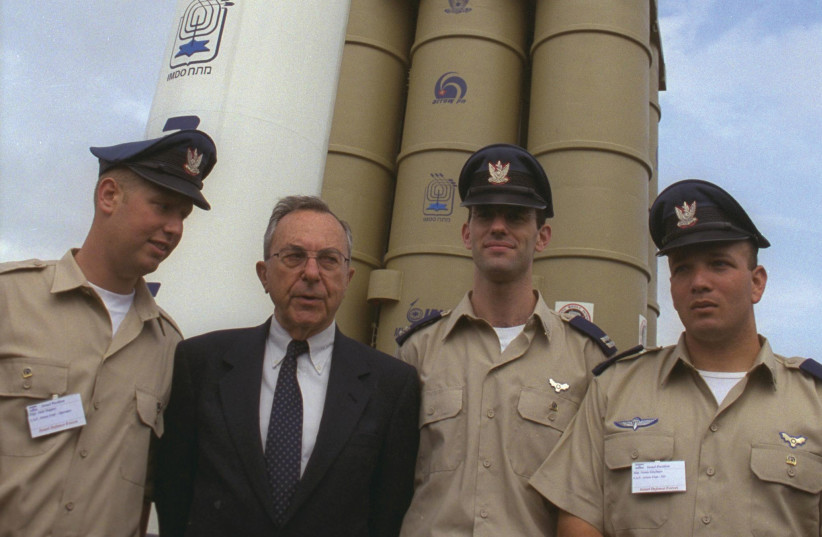 Defense minister Moshe Arens wth Israeli Air Force personnel at the Paris Air Show in 1999 with the Israel Aircraft Industry Arrow missile. (photo credit: YA'ACOV SA'AR/GPO)
