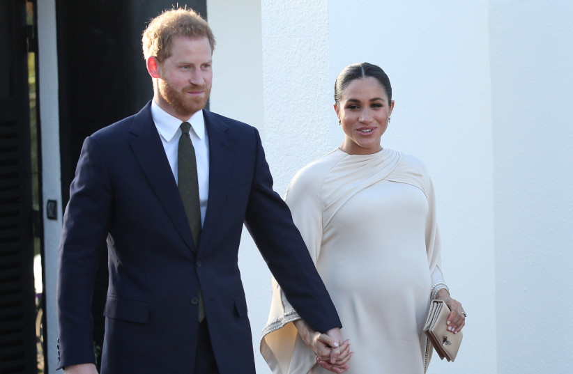 uk s queen agrees prince harry meghan markle can leave senior royal role the jerusalem post the jerusalem post