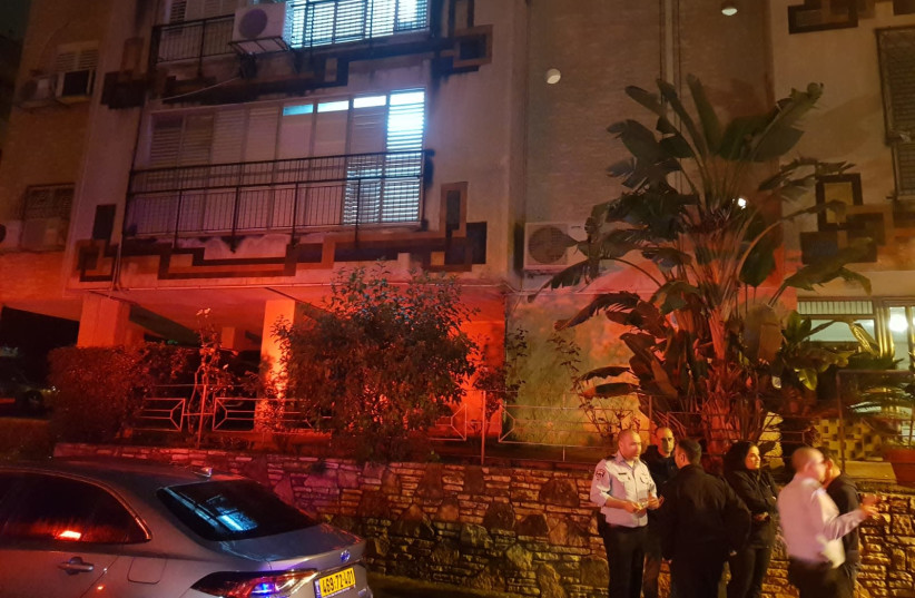 Murder-suicide suspected in Petah Tikva:  Bodies of man and woman found - The Jerusalem Post