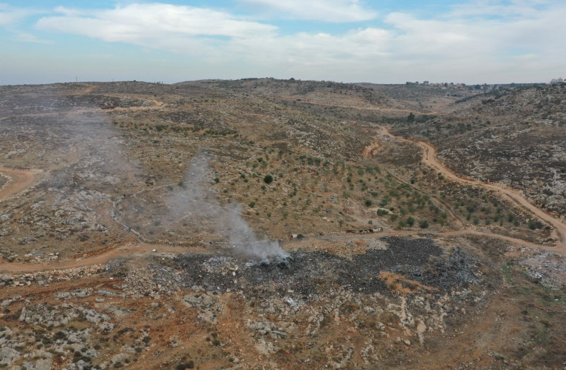 Environmental NGO: Waste is being illegally burned in the West Bank - The Jerusalem Post