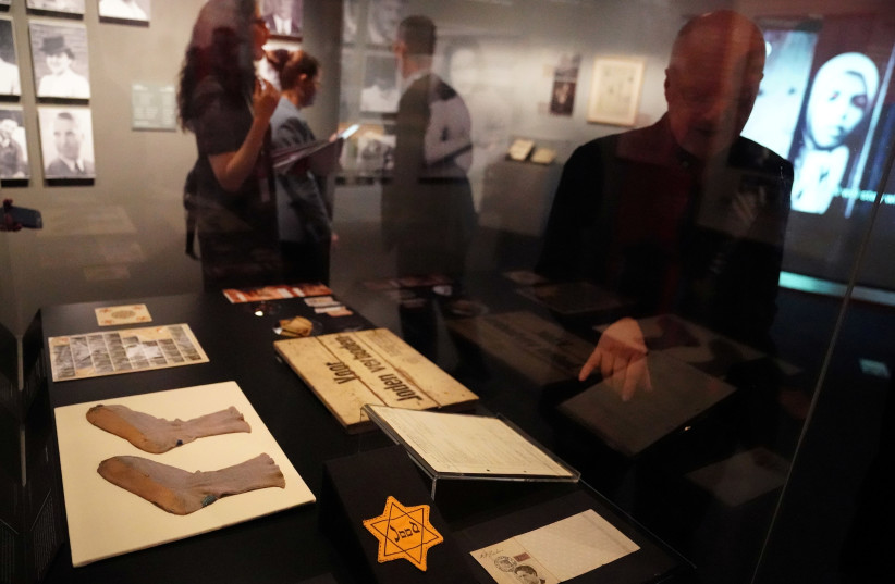 A man points at a gold star inside the Museum of Jewish Heritage in the Manhattan borough of New York (photo credit: CARLO ALLEGRI/REUTERS)