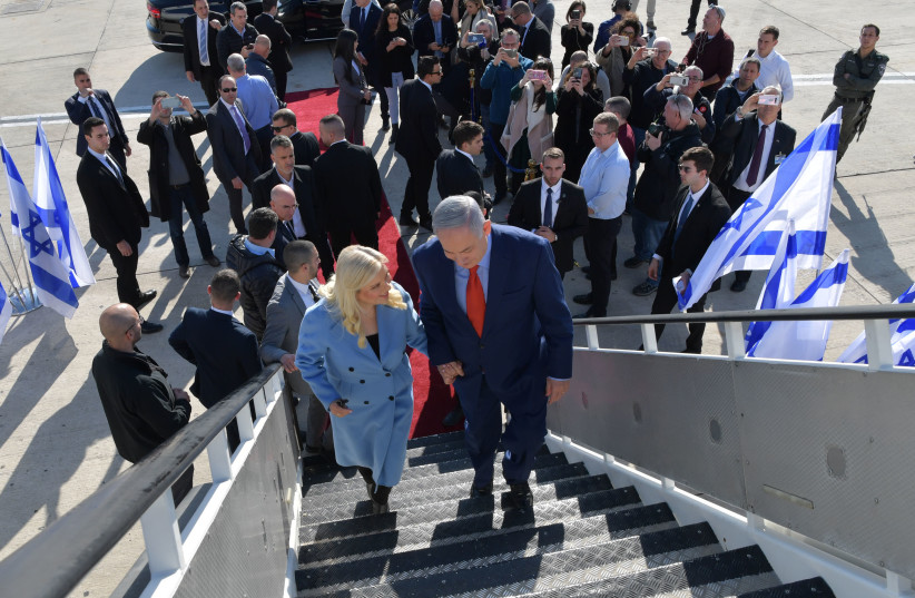 Prime Minister Benjamin Netanyahu and his wife, Sara, board a plane to the US, January 26, 2020. (photo credit: KOBI GIDEON/GPO)