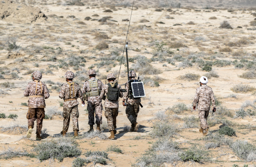 Des unités militaires de la Force terrestre du CGRI sont vues alors qu'elles ont lancé des jeux de guerre dans le Golfe, le 22 décembre 2018 (crédit photo: HAMED MALEKPOUR / TASNIM NEWS AGENCY VIA REUTERS)