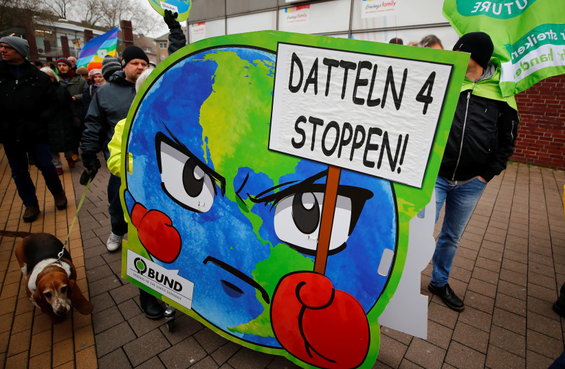 Greenpeace, Fridays for Future and other environmental organisations protest against the commissioning of the North Rhine Westphalian stone coal-fired power plant Datteln 4 in Datteln, Germany, January 24, 2020 (photo credit: REUTERS/WOLFGANG RATTAY)