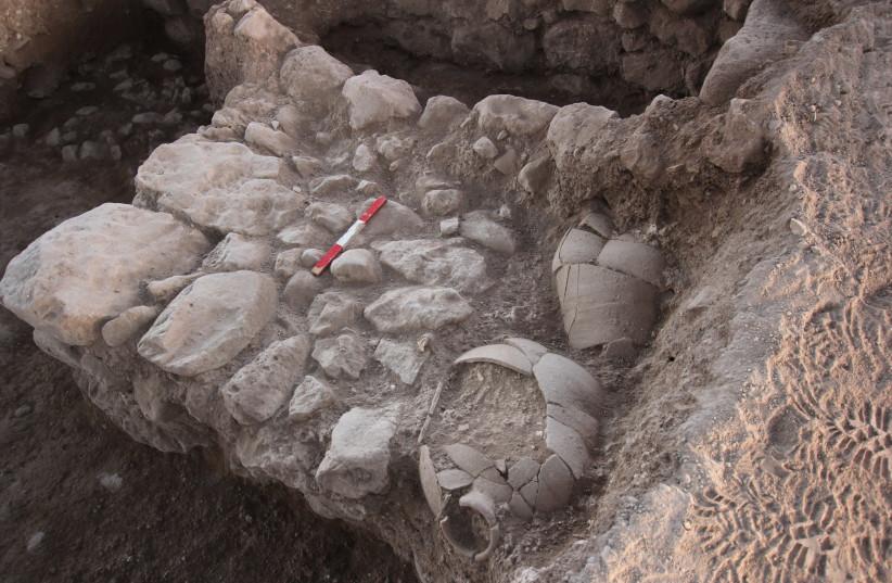 Pots trouvés à Abel-Beth-Maacah. (crédit photo: ROBERT MULLINS)