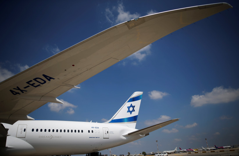 A primeira encomenda de 16 jatos Boeing 787 Dreamliner da El Al Airlines de Israel aterrissa no Aeroporto Internacional Ben Gurion, perto de Tel Aviv (crédito da foto: REUTERS)