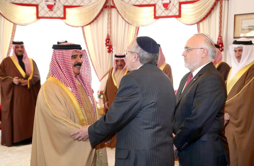 RABBI MARVIN HIER (center) and Rabbi Abraham Cooper (right) of the Simon Wiesenthal Center meet with King Hamad bin Isa Al Khalifa in Manama, Bahrain, in February 2017.  (photo credit: Courtesy)