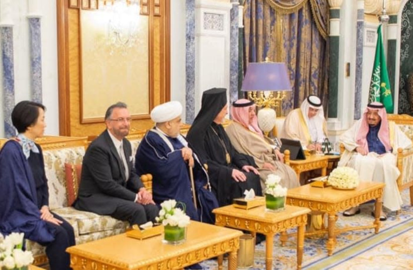 Rabbi David Rosen, board member of the KAICIID inter-religious dialogue group, in a meeting with Saudi King Salman bin Abdulaziz Al Saud other KAICIID board members (photo credit: COURTESY KAICIID)