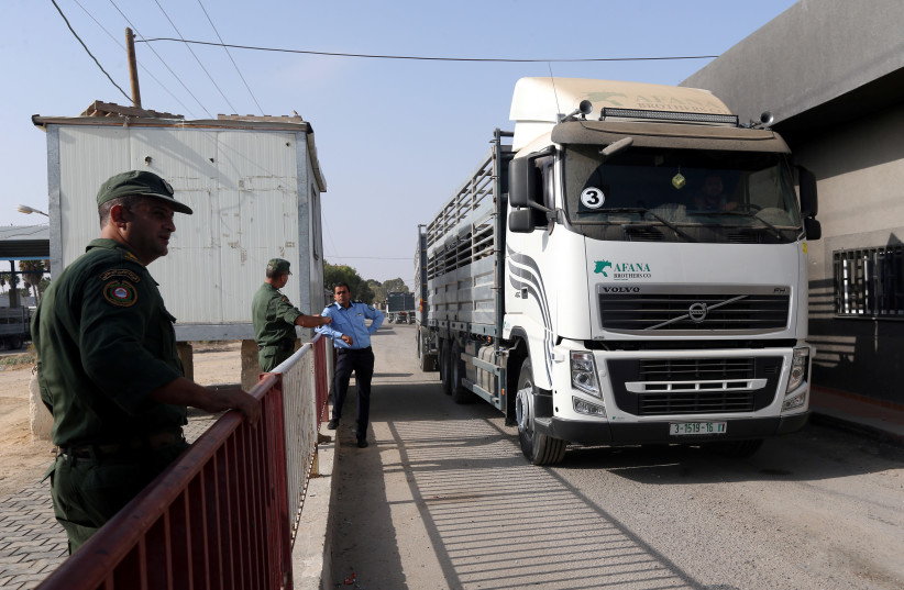 A truck carrying cattle arrives at Kerem Shalom crossing after it was reopened by Israel, in Rafah in the southern Gaza Strip October 21, 2018 (photo credit: REUTERS/IBRAHEEM ABU MUSTAFA)