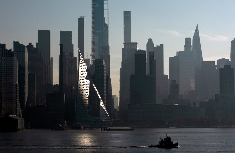 A tugboat passes the midtown Manhattan skyline on the Hudson River in the early morning in New York City (photo credit: REUTERS)