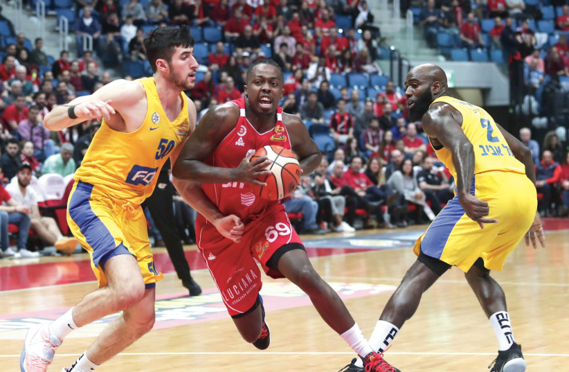 HAPOEL JERUSALEM guard J'Covan Brown splits the Maccabi Tel Aviv defense during the Reds' 98-87 home victory over the yellow-and-blue. March 8 2020. (photo credit: DANNY MARON)