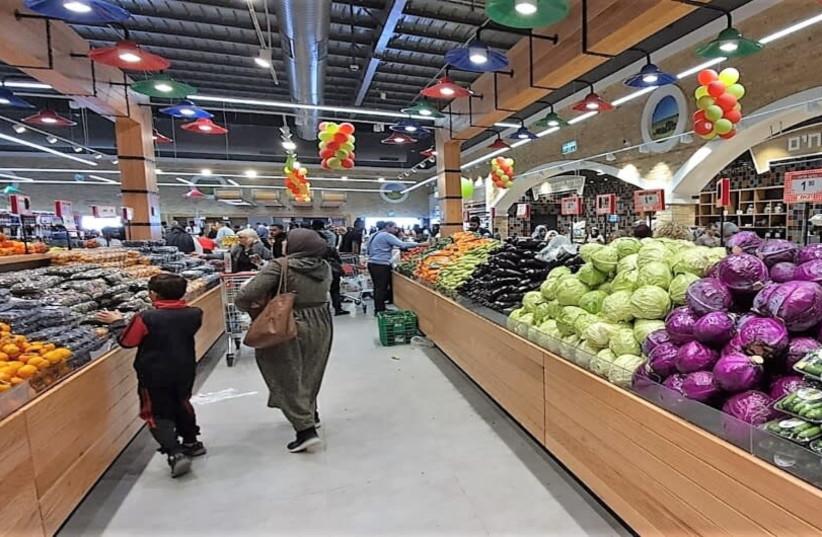Uma mercearia de Beersheba (crédito da foto: YASSER OKBI)