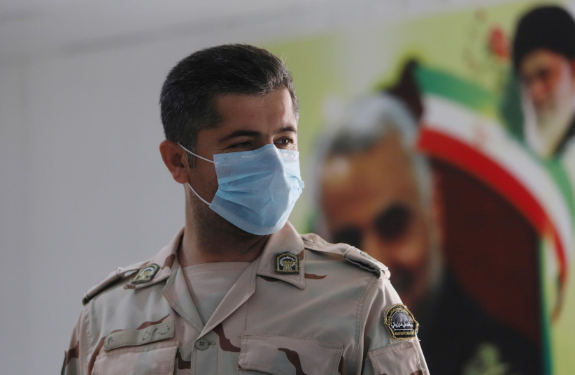 A member of Iranian Border Guards wears a protective face mask, following an outbreak of the new coronavirus, inside the Shalamcha Border Crossing, after Iraq shut a border crossing to travellers between Iraq and Iran, Iraq March 8, 2020 (photo credit: REUTERS/ESSAM AL-SUDANI)