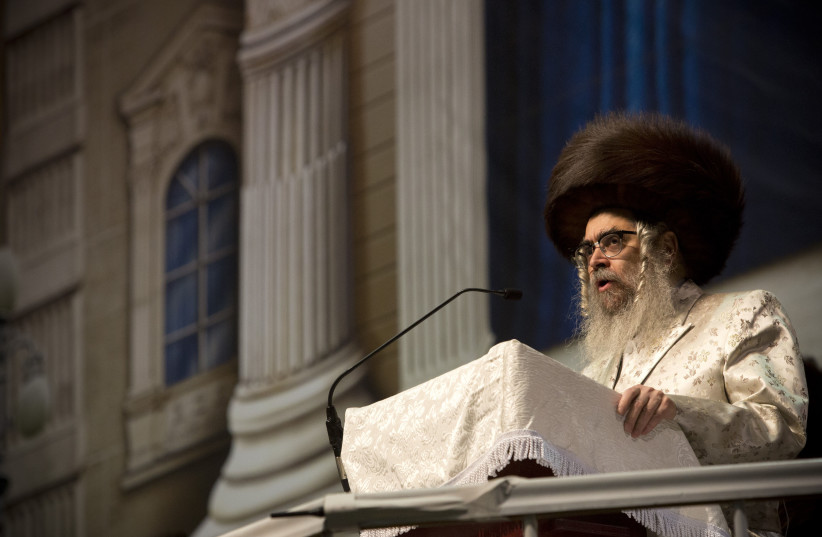 rand Rabbi Aaron Teitelbaum speaks at a mass gathering of Satmar Hasidic Jews in New York (photo credit: REUTERS/ANDREW KELLY)
