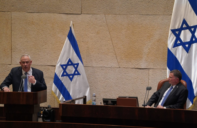 Blue and White leader Benny Gantz addresses a near-empty Knesset while Knesset Speaker Yuli Edelstein looks on, March 23, 2020 (photo credit: KNESSET SPOKESPERSON'S OFFICE)