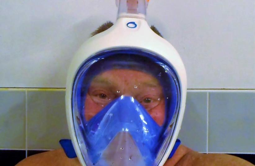 Decathlon Easybreather scuba mask (photo credit: Wikimedia Commons)
