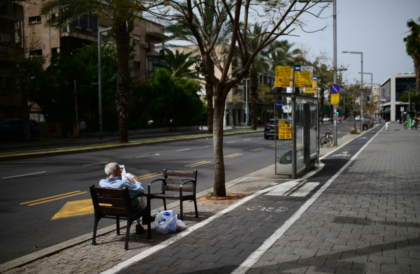 The empty roads of Tel Aviv  on March 27, 2020. The daily Israeli life has largely shut down with more cases of people being infected by the Coronavirus. (photo credit: TOMER NEUBERG/FLASH90)