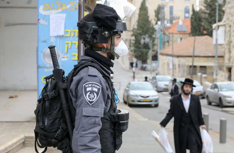Border Police go about coronavirus inspections in Mea Shearim, a haredi neighborhood in Jerusalem. (photo credit: MARC ISRAEL SELLEM)