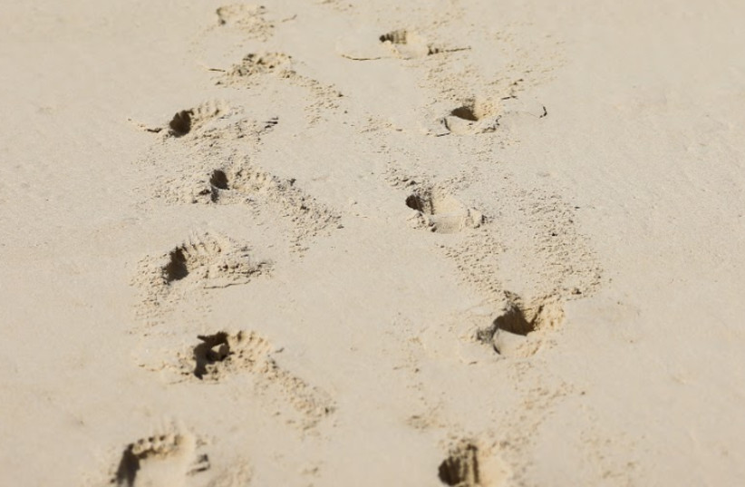 Footprints in the sand (photo credit: REUTERS FILE PHOTOS)